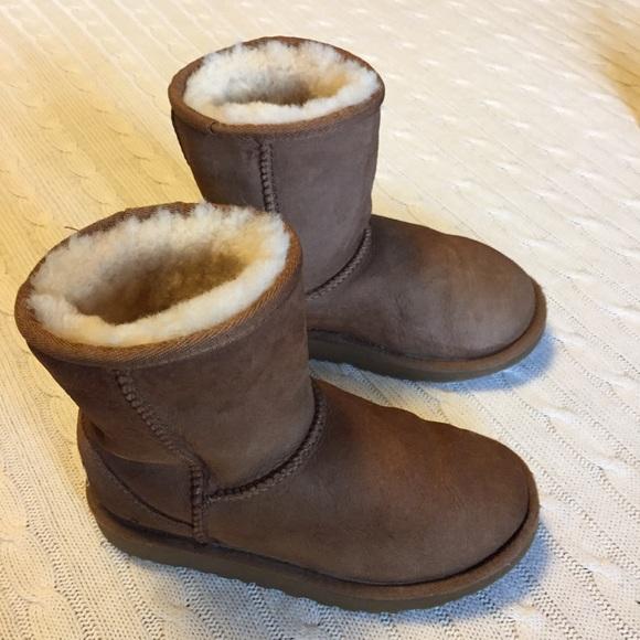 ff576540a8e UGG Shoes   Sz 1 Little Girls Youth Classic Boot Sn 5251   Poshmark
